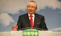 Pastor Kim leads morning prayer for UN