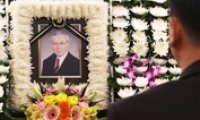 Former Unification Minister Huh Moon-do passes away