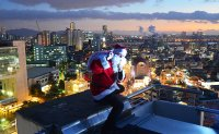 [Cityscapes] Spotting Santa, the original rooftopper, in Seoul