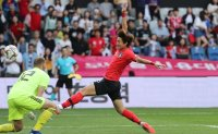 Red Hot Hwang Warms Korea Up for World Cup Quest