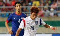 Korea starts Asiad gold bid with 3-0 victory