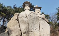 Walking in the footsteps of the past: The Standing Buddhas of Yongmi-ri