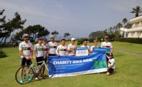 Aussie envoy completes charity bike ride on Jeju Island