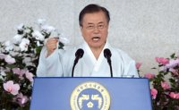 Moon offers olive branch to Japan