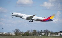 Virus woes cloud HDC's takeover of Asiana Airlines