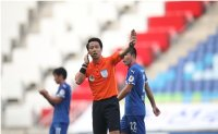 K League referee saves player's life