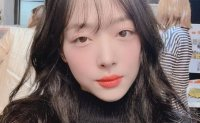 Celebrities in mourning for Sulli