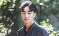 Singer Roy Kim starts military service
