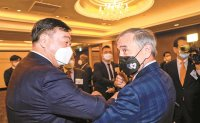 US-China row extended to top envoys in Seoul