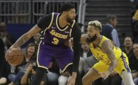 Davis leads way in Lakers' seventh straight win, James out