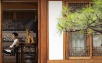 [INTERVIEW] Designer applies traditional Korean aesthetics to wallpaper