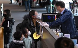 Airlines, retailers struggling to cope with coronavirus