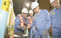 POSCO chairman visits steel mill in Pohang