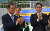 Samsung heir leads localization of high-tech parts