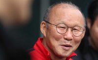 Vietnam men's football coach gives players taste of his home in Korea