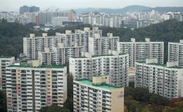 Gov't needs to compile data on foreign home buyers