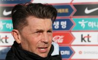 Women's football coach sees Olympic qualifiers as 'a chance to make history' for S. Korea