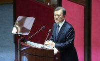 """'It's time for full-scale push to invigorate economy,"""" Moon says in speech"""