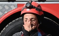 Rescuers weep with joy as Turkey pulls 2 girls from rubble