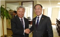 Finance minister meets AIIB head