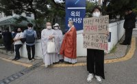 Political controversy erupts over mourning Seoul mayor's death