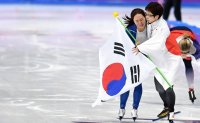 Korean, Japanese skaters honored for show of friendship at Olympics