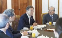 Moon pressed to replace security, diplomatic team