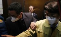 Police begin probe into ex-Busan mayor