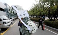 Political, business circles mourn death of Samsung chairman
