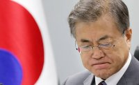 Moon's approval rating hits new low amid 'Cho Kuk' setback, poll shows