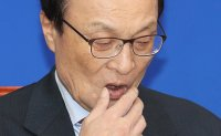 Ruling party chief apologizes over Cho Kuk scandal