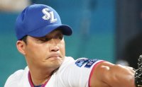 Samsung Lions' Oh Seung-hwan earns 408th save, breaking Asian record