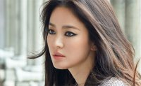 Song Hye-kyo continues model work for shoe brand