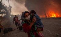 Huge fire guts Greek refugee camp