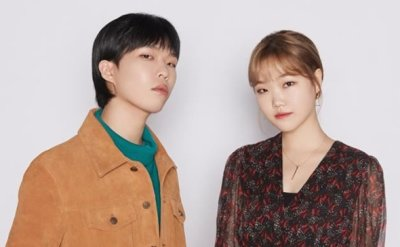 Sibling duo AKMU renews contract with YG