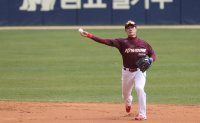 KBO's budding star backs teammate's MLB bid, dreams of own big league future