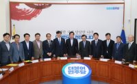 Cheong Wa Dae, government, ruling party pledge to join hands for prosecution reform
