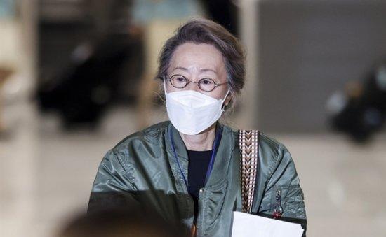 Oscar-winning Youn Yuh-jung returns home