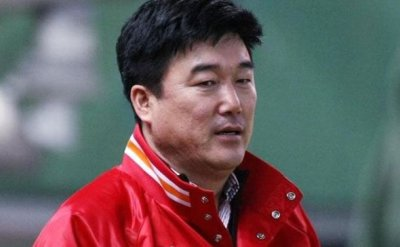 Signing Choo Shin-soo 14 years in the making for KBO club executive