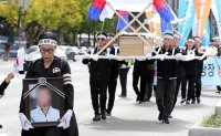 Mourning NK defectors' deaths