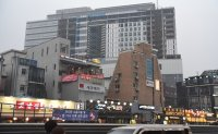 Hongdae community coping with drastic changes
