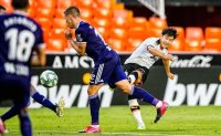 Lee scores to help Valencia end winless streak