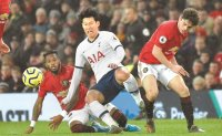 Man Utd inflict first Spurs defeat on Mourinho as Liverpool romp clear