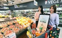 Customers break down on- and off-line barrier in retail is broken