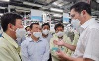 Samsung leader inspects Vietnam plant