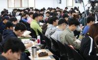 1 in 4 college students prepare for civil service exams