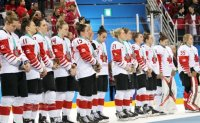 Canadian hockey player immediately removes silver medal after loss