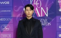 Hyun Bin thanks Son Ye-jin after winning grand prize at 2020 APAN Star Awards