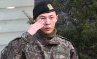 BIGBANG's G-Dragon discharged from military [PHOTOS]