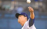 Dodgers' Ryu Hyun-jin allows 1st runs of spring training